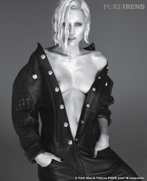 Miley Cyrus, les seins à l'air pour W magazine, on la reconnait à peine.