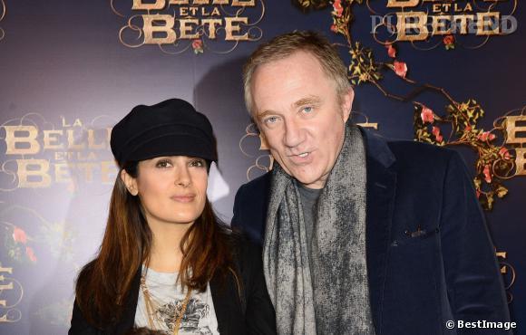"""Salma Hayek et François-Henri Pinault, un couple glamour aux tenues assortient pour la première de """"La Belle et la Bête"""" le 9 février 2014."""