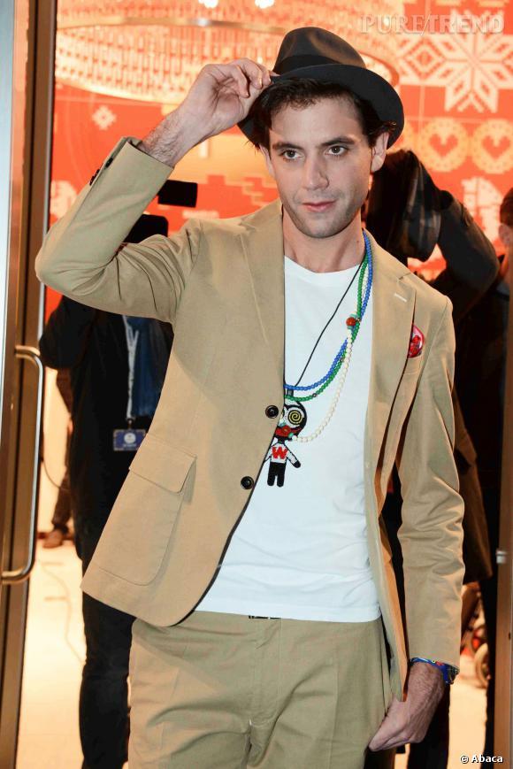Mika présente sa collection de montre en collaboration avec Swatch.