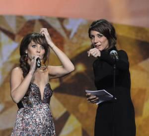 Zaz, décolletée aux Victoires de la muique 2014 avec Virginie Guilhaume.