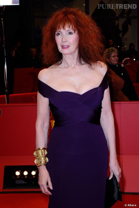 Sabine Azéma, 64 ans et rayonnante dans sa robe effet seconde peau.
