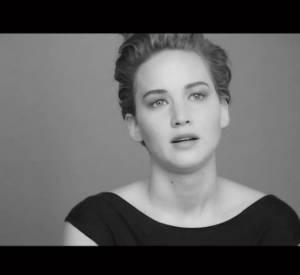 Jennifer Lawrence évoque sa chute des Oscars dans une interview pour Christian Dior.
