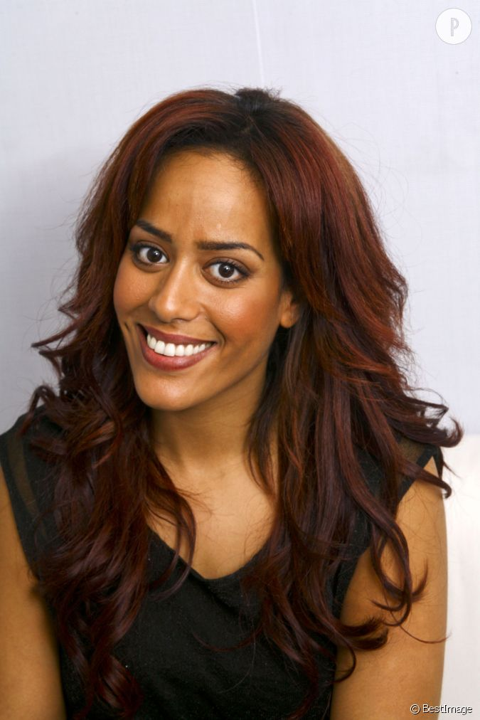 amel bent troque ses m ches blondes pour une couleur auburn en 2012. Black Bedroom Furniture Sets. Home Design Ideas