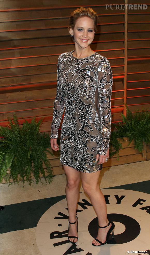 Jennifer Lawrence, audacieuse et sexy en robe Tom Ford à la soirée Vanity Fair post Oscars 2014.