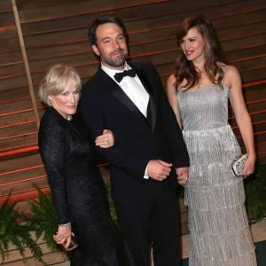 """Glenn Close qui drague Ben Affleck façon """"Liaison fatale"""" sous le nez de Jennifer Garner (en Oscar de la Renta) à la soirée Vanity Fair."""