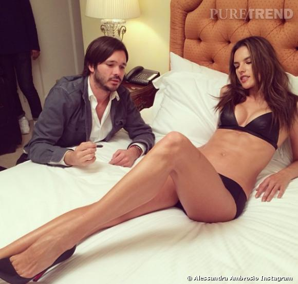 Alessandra Ambrosio très fière de sa nouvelle poitrine.