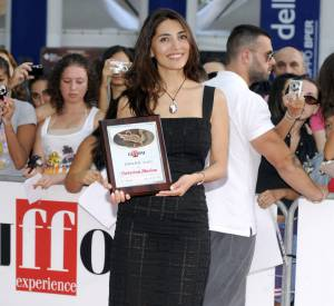 Caterina Murino nous fait rêver dans sa petite robe noire.