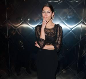 Caterina Murino, sexy dans sa robe semi-transparente pour la Cérémonie des Lumières.