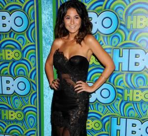 Emmanuelle Chriqui mise sur une robe bustier transparente à la soirée HBO des Emmy Awards 2013.