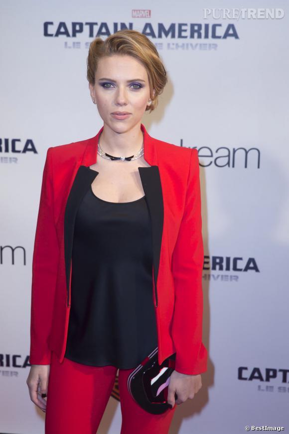 """Scarlett Johansson, future maman pop et glamour pour la première de """"Captain America"""" au Grand Rex à Paris, le 17 mars 2014."""