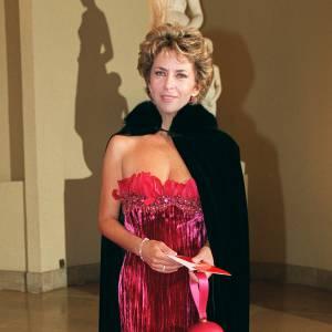 Corinne Touzet s'offre un look dramatique pour la 14ème cérémonie du 7 d'or.