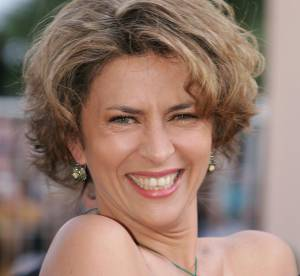 Corinne Touzet : grimaces, coiffures vintage... L'actrice en 15 photos dossier