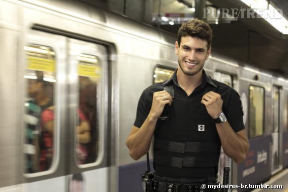 Le brésilien Guilherme Leão, flic et mannequin est désormais une star ! (Source : mydesires-br.tumblr.com)