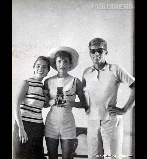 Jackie Kennedy, JFK et Ethel Kennedy déjà tendance selfie en 1954. (Source : nickdrake.tumblr.com)