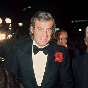 Jean-Paul Belmondo avec sa mère, son père et sa fille Florence lors d'une soirée au Lido en 1978.