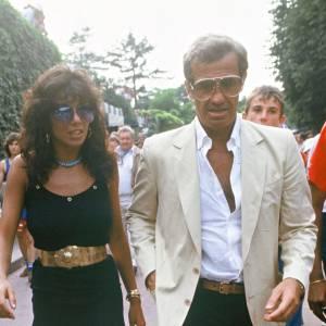 Jean-Paul Belmondo et sa compagne de l'époque Carlo Sotto Mayor à Rolan Garros en 1982.