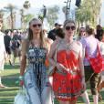 Paris et Nicky Hilton lors du premier week-end de Coachella à Indio en avril 2014.