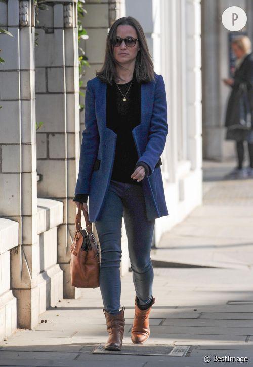 Pippa Middleton, l'allure chic en jean dans les rues de Londres le 16 avril 2014.