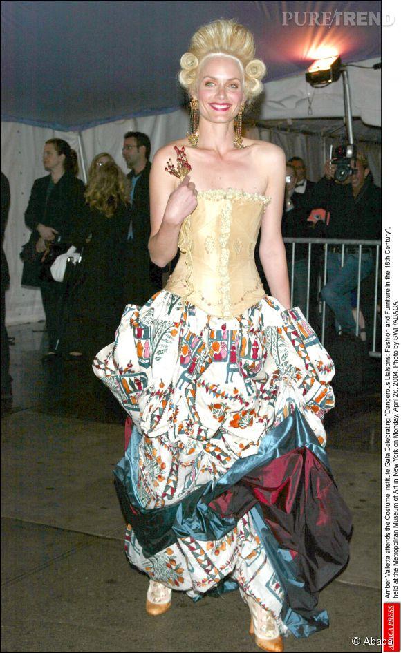 Amber Valletta lors du Met Ball 2004.