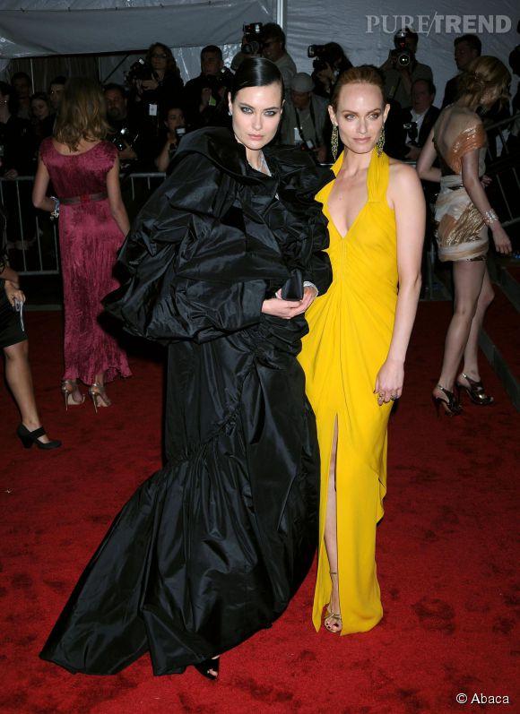 Amber Valletta et Shalom Harlow lors du Met Ball 2009.