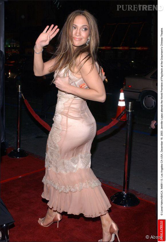 Jennifer Lopez et un fessier proéminent en 2003.