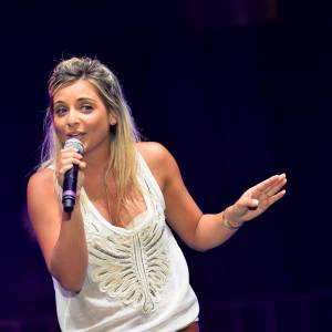"""Priscilla à """"La Nuit Des Hits"""" en juillet 2013."""