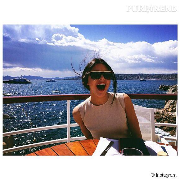 Kendall Jenner profite à fond de son séjour à Cannes.