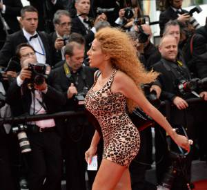 """Afida Turner monte les marches pour """"The Search"""" le 21 mai 2014 à Cannes."""