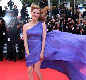 Grimaces, vent, accident de robe : le bêtisier du Festival de Cannes