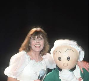 La chanteuse Chantal Goya et sa cousine Becassine en 2001.