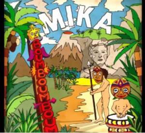 """Mika dévoile son nouveau single """"Boum Boum Boum"""", le 11 juin 2014, où il raconte ses ébats amoureux et s'oppose aux anti-mariage gay."""