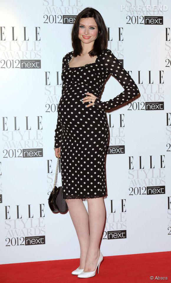 Don't :  comme Sophie Ellis Bextor, les escarpins trop petits qui font des pieds de mamie.