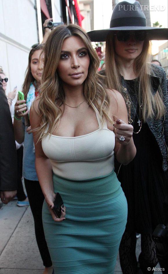 Kim Kardashian est une grande fana des décolletés plongeants.