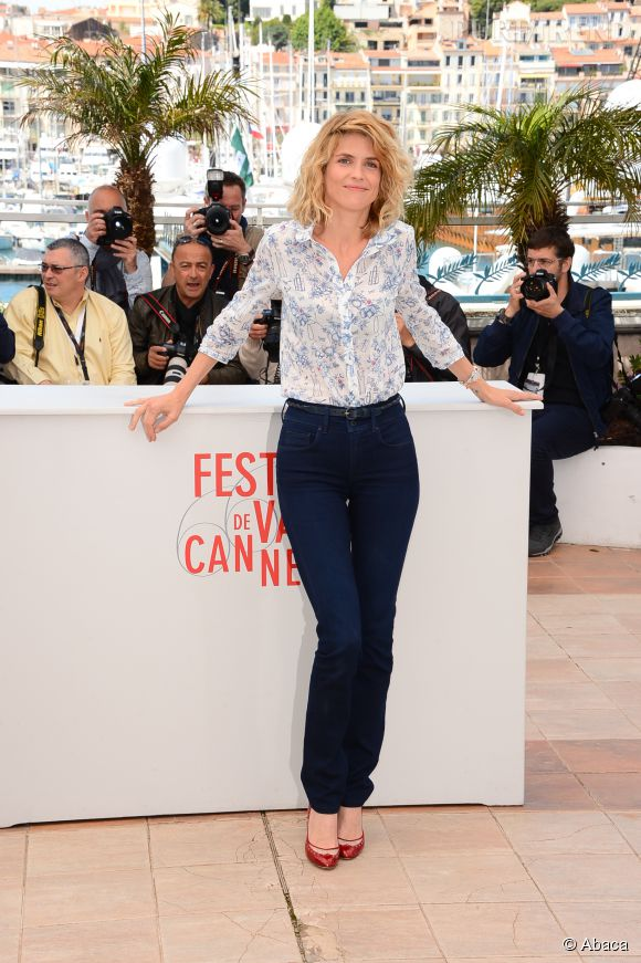 Alice Taglioni séduit même en jean sur la Croisette.