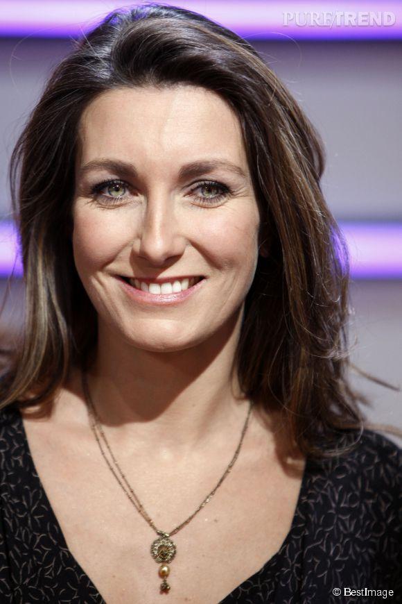 """Anne-Claire Coudray revient sur l'incident """"tétons"""" lors du JT de 20h de TF1 du 20 décembre 2014."""