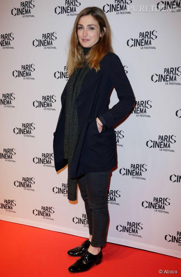 Julie Gayet radieuse le lundi 7 juillet pour la promotion de son film Cinéast(e)s au cinéma Gaumont Opéra Capucines.