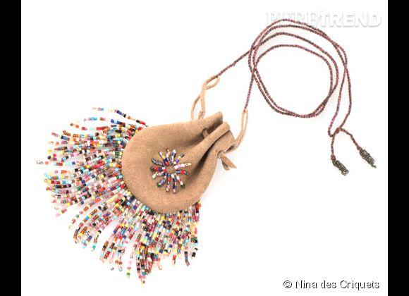 Nina des Criquets    Collier bourse en perles et daim, 83€.