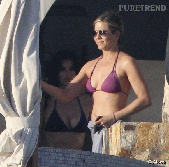 Jennifer Aniston, 45 ans, affiche une silhouette parfaite. Grâce à ses régimes loufoques ?
