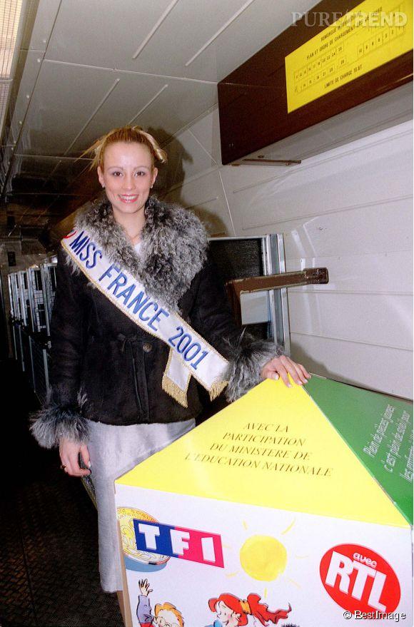 Elodie Gossuin participe à l'opération Pièces Jaunes.