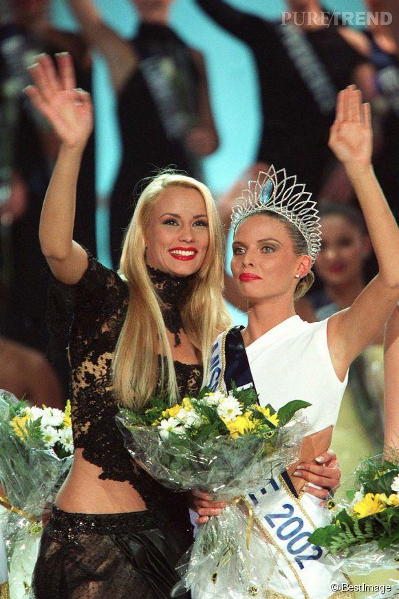 Elodie Gossuin a passé la main à Sylvie Tellier le 8 décembre 2001.