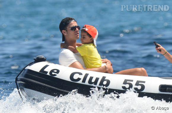 Cristiano Ronaldo et son fils Cristiano Jr en 2012.