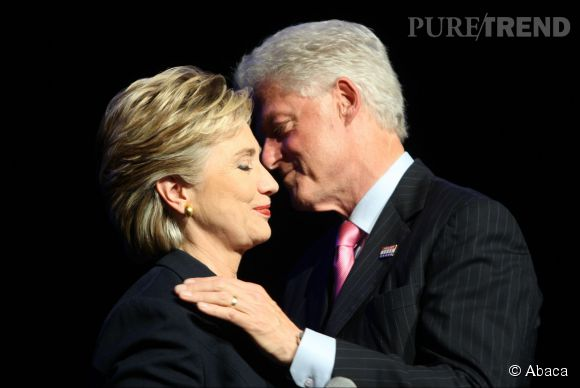 Hillary et Bill Clinton se seraient bien passé d'un nouveau coup de pub sur leur vie privée...