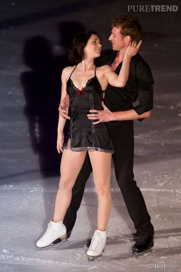 Nathalie Péchalat et Fabian Bouzat en spectacle avec l'équipe de France de patinage, le 26 avril 2014. La belle entame sa retraite sportive pas une participation à Danse avec les stars. Le repos, ce n'est pas pour tout de suite !