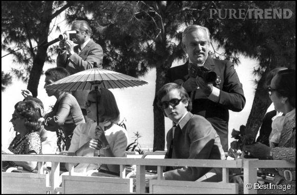Le prince Albert II de Monaco aux côtés de ses parents en 1973.