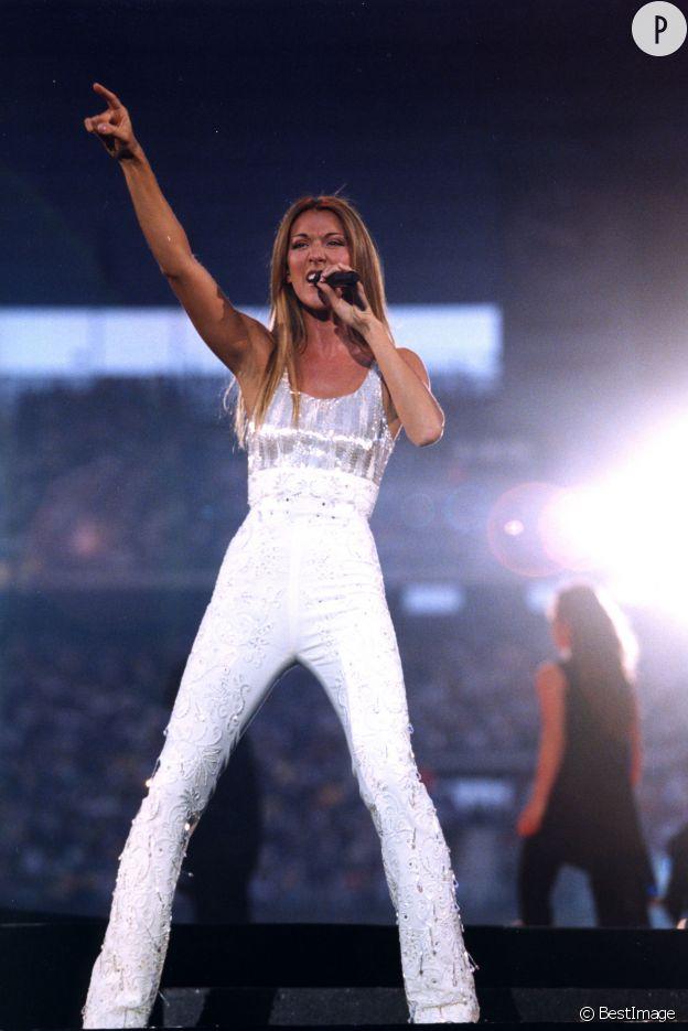Céline Dion peut se venter d'être l'une des rares personnes à qui l'association blanc + combi pantalon moulante ne lui fait pas du tort.