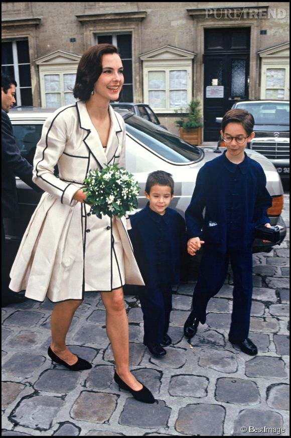 carole bouquet et ses fils dimitri l 39 a n et luis le cadet le jour de son mariage avec le. Black Bedroom Furniture Sets. Home Design Ideas