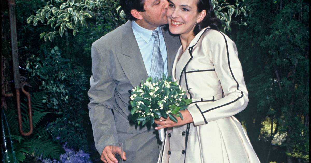 le 22 juin 1991 carole bouquet pouse le chercheur jacques leibowitch une relation dont elle a. Black Bedroom Furniture Sets. Home Design Ideas