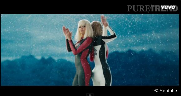 "Rita Ora et Iggy Azalea enfilent des combi en skaï pour un ""Kill Bill"" un brin plus sexy."
