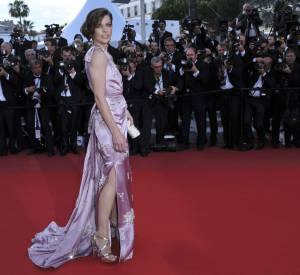 """Milla Jovovich est enceinte : le tournage de """"Resident Evil 6"""" est repoussé."""