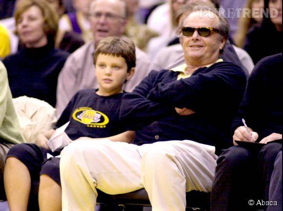 A 8 ans déjà, Raymond suit les matchs des Lakers avec papa Jack.